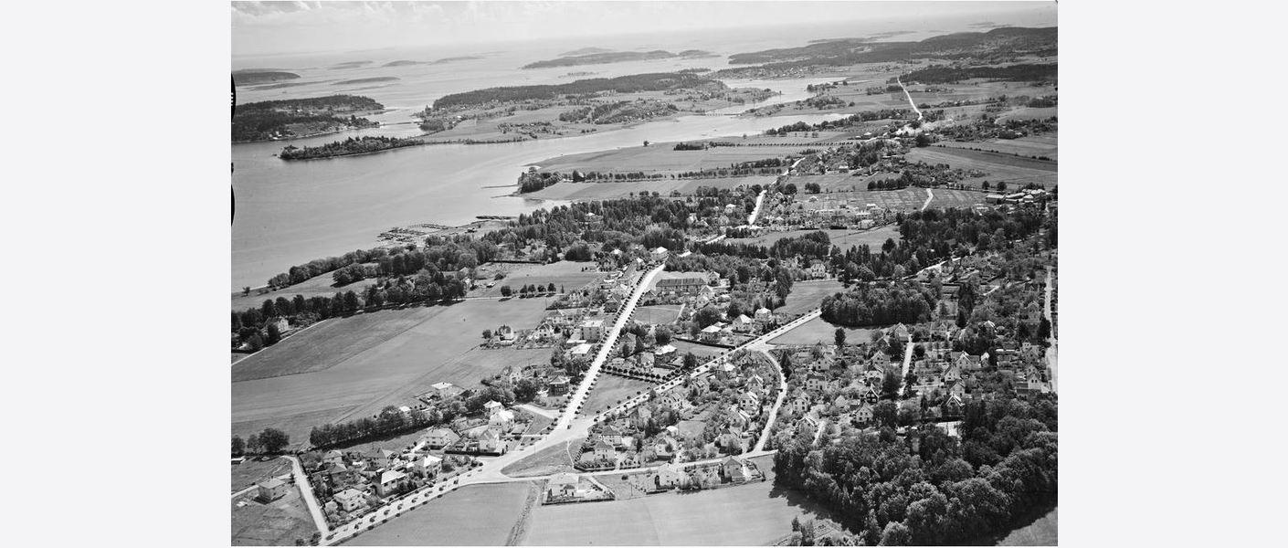 Flyfoto over Teie fra før andre verdenskrig. Bildet viser hvordan reguleringsplanen tok utgangspunkt i den opprinnelige strukturen på Teie. Kilde: Vestfoldmuseene.