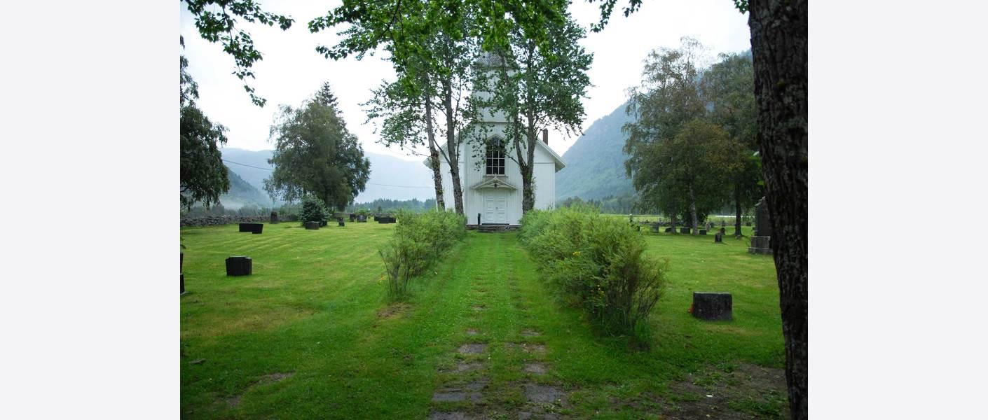 Eksempel, verne en hekk som motiv og element. Foto: Austad kirkegård