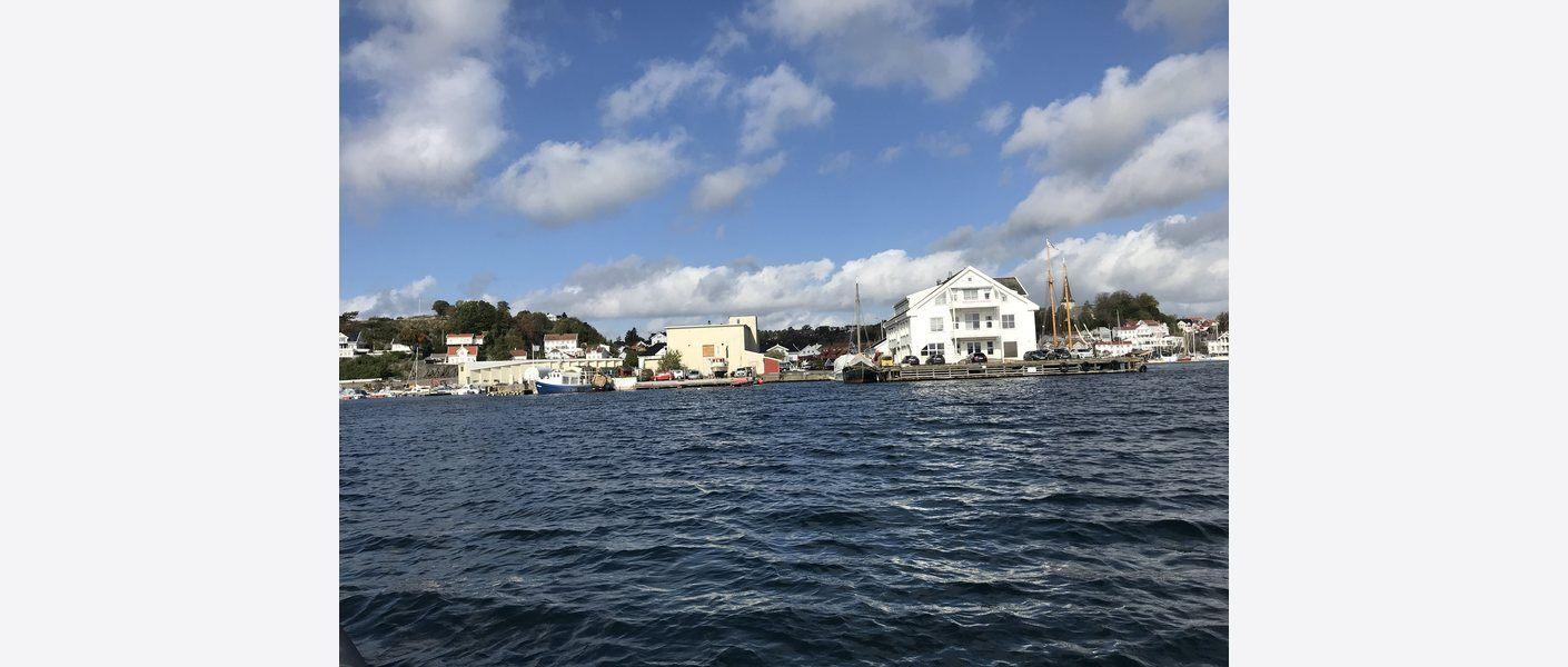 Dagens situasjon, fra sjøen. Foto: Asplan Viak