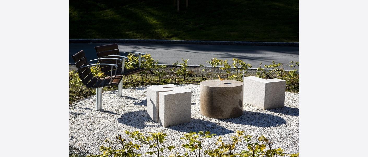 Jørn Rønnau har stått for kunstnerisk utsmykning i uterommene. Foto: Synlig.no