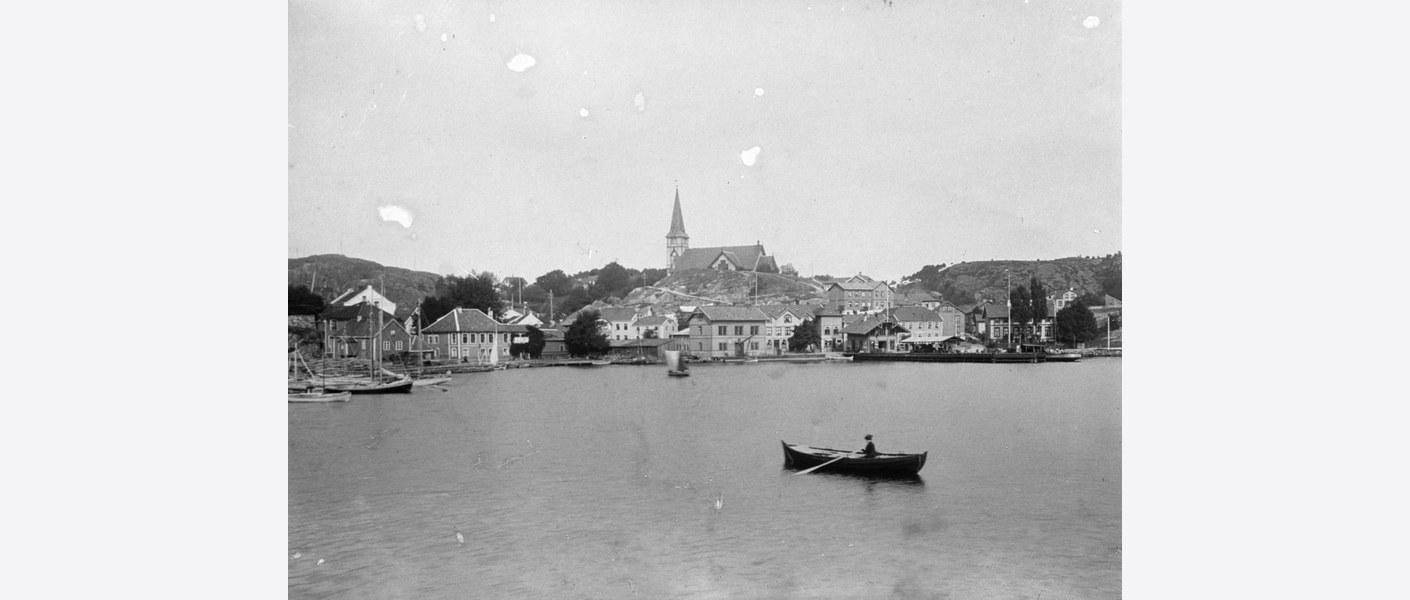 Grimstad sett fra sjøen. Foto: Digitalt museum