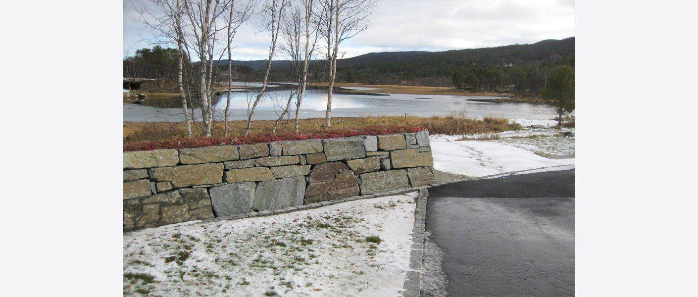 Geilo gravlund - mur på vinterstid. Foto: Jan Hågård