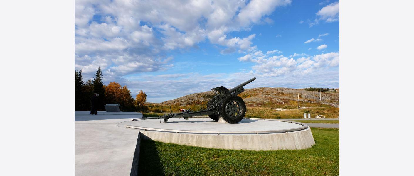 Ny «kanonstilling» med Kleivhalsbergan i bakgrunnen hvor kystfortet er plassert. Foto: Asplan Viak