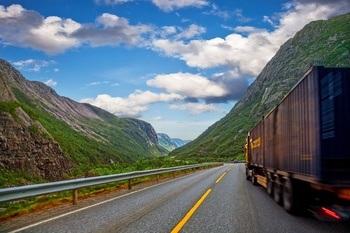 Lastebiltrafikken mellom Aust- og Vestlandet aukar  - stikk imot målsettinga i Nasjonal transportplan