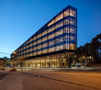 SR bank: forplass og fortau, park, gangveg BREEAM Excellent