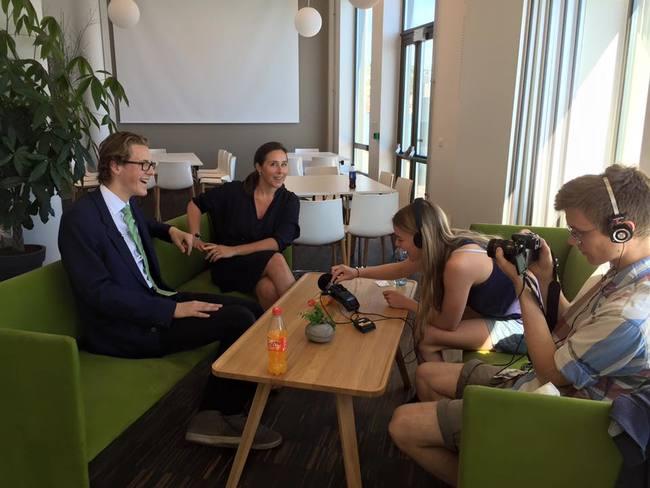 Sånn går det når man holder foredrag på Arendalsuka om å gjøre norske byer attraktive for den nye generasjonen; etter innlegg og debatt med DNB, Kruse Smith, Ugland, Ola Elvestuen (V) og Nikolai Astrup (H) ble det intervju med en gruppe studenter om hvordan Sissel mener regjeringen skal skape 100 000 nye klimajobber i fremtiden.
