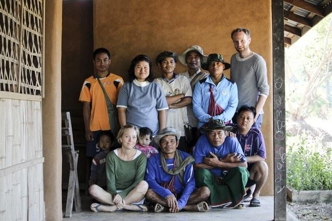 Hele organisasjonen hos Gyaw Gyaw. Foto: Line Ramstad