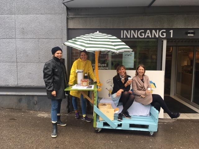 Asplan Viaks rådgivere inviterer beboere på kaffe. Fra venstre  Ragnhild Sletten Augustsen, Karoline Birkeli-Gauss, May Britt Hernes og Kari Kiil.