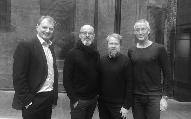 Administrerende direktør i Asplan Viak, Øyvind Mork (t.v.), Inge Dahlmann og Anders Nypan (Landskapsfabrikken) og Bård Helland (Asplan Viak).