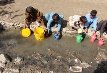 Antikorrupsjon Afghanistan / Vann må være tilgjengelig og trygt å drikke. Blant de 29 millionene Afghanere som bor i distriktene, er det kun 40 % som har tilgang til trygt drikkevann. Foto: Asplan Viak