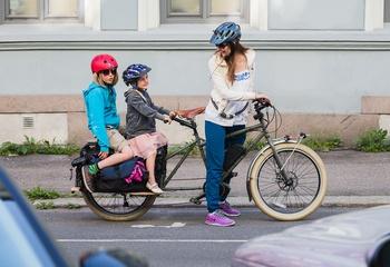 El-sykkel som stedsutvikler / Hvis el-motor kobles til store transportsykler vil kapasiteten for frakt av barn og varer tilnærme seg en liten bil. Foto: Geir Anders Rybakken Ørslien, transportsykkel.no