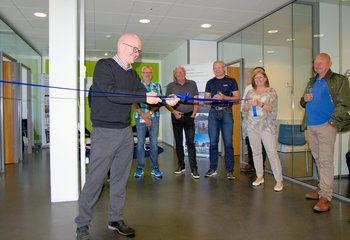 Våre to nye kontorer på Sunnmøre er offisielt åpnet / Divisjonsdirektør for Bygg og Infrastruktur, Roger Blekkan, fikk æren av å åpne kontoret i Ålesund. Foto: Asplan Viak