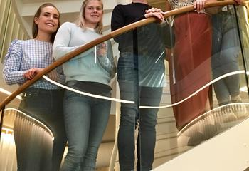 Attraktiv blant studentene / Sommerjobbstudenter ved vårt hovedkontor i Sandvika. Foto: Asplan Viak