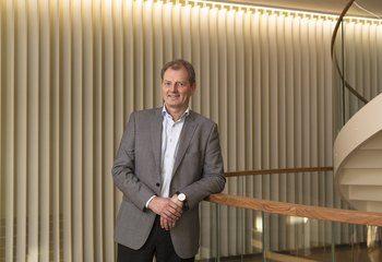 Historisk gode resultater for Asplan Viak / Fornøyd administrerende direktør, Øyvind Mork, presenterer tidenes halvårsresultater. Foto: Chris Aadland
