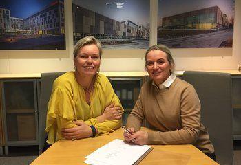 SMS Arkitekter AS blir en del av Asplan Viak / Nasjonal avdelingsleder for Arkitektur hos Asplan Viak, Cecilie Bjerke Skjømming og daglig leder for SMS Arkitekter AS, Heidi Nilssen har signert oppkjøpskontrakt.