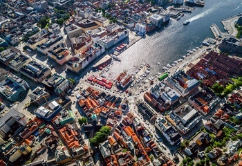 Asplan Viak videre i konkurransen om utforming av sentrale byrom i Bergen /  Byrommene – Torget – Vetrlidsallmenningen -  Finnegårdsgaten - Bryggen skal utformes.  Foto: Shutterstock