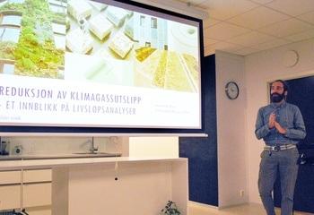 Suksesskriteriene for grønn omstilling i byggebransjen / Alexander Borg fra Asplan Viak gir et innblikk i hvordan man jobber med livsløpsanalyser og klimagassregnskap i prosjektene. Foto: Asplan Viak