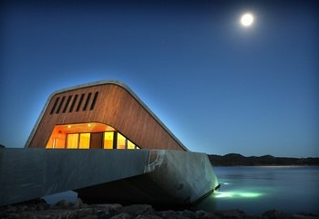 DOGA-priser til to av Asplan Viaks prosjekter / DOGA Hedersmerket 2020 gikk til Under, Europas første undervannsrestaurant. Foto: Kjartan Bjelland.