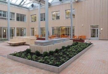 Siljuslåtten - sykehjem i særklasse / Sykehjemmet er organisert rundt to atrium som gir lys, opplevelse og en lav terskel får å gå ut hele året. Foto: Asplan Viak.